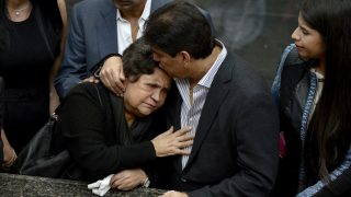 The mother of late President Hugo Chavez, Elena Frias (L), reacts by his tomb, during a ceremony for the second anniversary of his demise at the Cuartel de la Montana barracks in Caracas on March 5, 2015. AFP PHOTO/FEDERICO PARRA / AFP PHOTO / FEDERICO PARRA