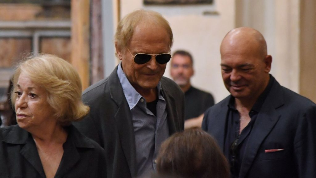 Actor Terence Hill (C), whose real name is Mario Girotti, arrives at the funeral of Italian actor Bud Spencer, born Carlo Pedersoli, at the church of the artists, Santa Maria in Montesanto, on June 30, 2016 at Piazza del Popolo in Rome. Bud Spencer who starred in a string of spaghetti westerns, died on June 27 in Rome aged 86.  Spencer, born in Italy in 1929, played in 16 films alongside Terence Hill. / AFP PHOTO / TIZIANA FABI