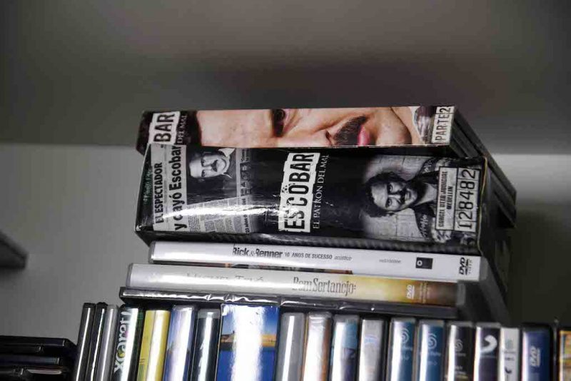 View of books and DVDs at Brazilian drug trafficker Jarvis Chimenes Pavao's cell at Tacumbu prison in Asuncion on July 28, 2016.  Three rooms, a plasma TV, a library, and even a collection of DVDs of Colombian Pablo Escobar TV series, Jarvis Pavao Chimenes lived in a luxury cell in Tacumbu prison, one of the most crowded of Paraguay. / AFP PHOTO / NORBERTO DUARTE / TO GO WITH AFP STORY