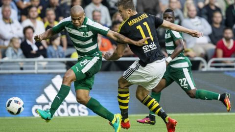 Panathinaikos' Rodrigo Moledo (L) and AIK's Eero Markkanen (C) vie for the ball during the qualifying football match of the UEFA Europa League between AIK Solna and Panathinaikos FC at Tele2 Arena in Stockholm, on August 4, 2016. / AFP PHOTO / TT News Agency / Christine Olsson / Sweden OUT