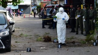 An investigation official collects evidence from the crime scene after a small bomb exploded in Hua Hin on August 12, 2016. A string of bomb attacks targeting Thailand's crucial tourism industry have killed four people, officials said on August 12, sending authorities scrambling to identify a motive and find the perpetrators. / AFP PHOTO / MUNIR UZ ZAMAN