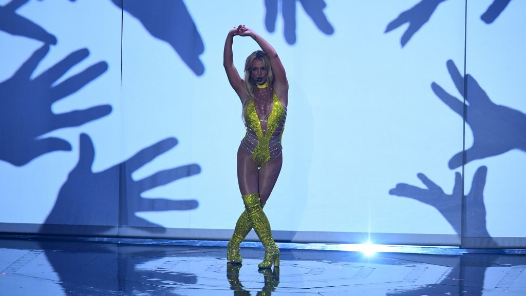 Singer Britney Spears performs during the 2016 MTV Video Music Awards August 28, 2016 at Madison Square Garden in New York. / AFP PHOTO / Jewel SAMAD