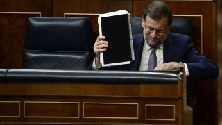Spain's interim Prime Minister, Mariano Rajoy holds a notebook as he sits on his seat of the Spanish Congress (Las Cortes) on August 31, 2016, in Madrid during the second day of a parliamentary investiture debate to vote through a prime minister. Spanish MPs were expected to reject the acting prime minister's bid to form a government today, deepening the political crisis and triggering a countdown to a third election within a year.      / AFP PHOTO / PIERRE-PHILIPPE MARCOU