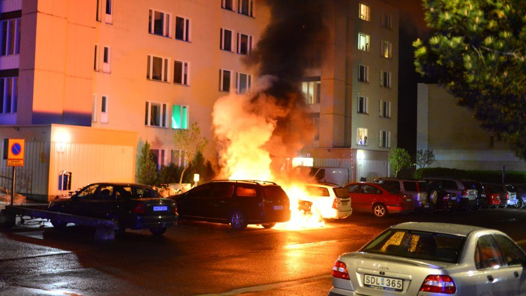 NORRKOPING 2016-05-17 Cars where set on fire in the city of Norrkoping in Sweden the night before May 17, 2016.   Foto: Niklas Luks / TT / Kod 11428