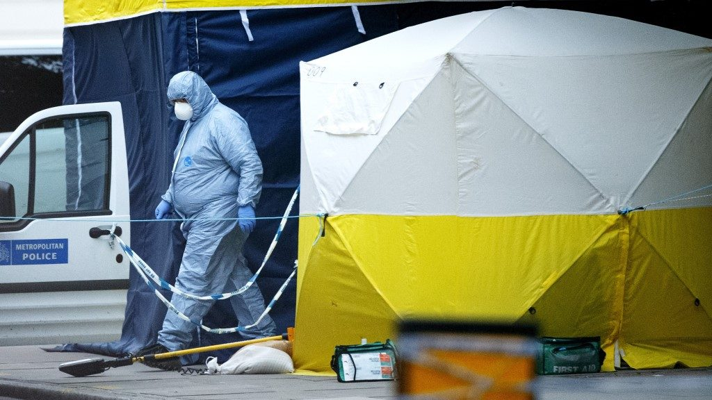 LONDON, UNITED KINGDOM - AUGUST 04: Forensic police officers investigate a mass stabbing incident, which left one woman dead and up to six people injured outside the Imperial Hotel at Russell Square in London, England on August 4, 2016. Tolga Akmen / Anadolu Agency