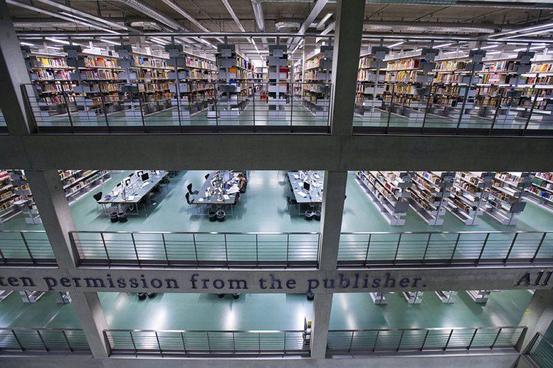 (GERMANY OUT) Universitaetsbibliothek TU Berlin, Volkswagenbibliothek, Innenansicht  (Photo by INTRO /  Kuzia/ullstein bild via Getty Images)