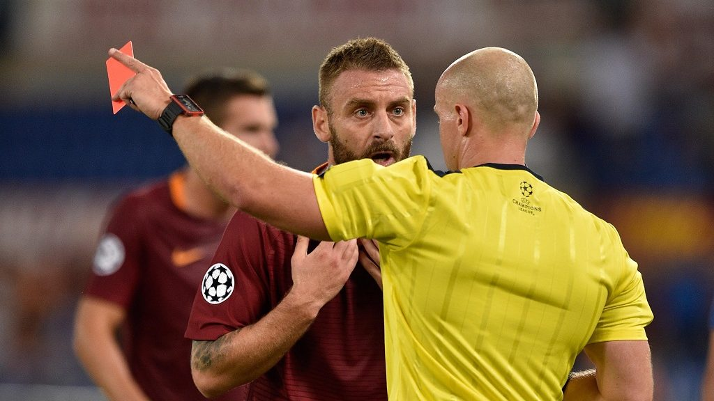 ROME, ITALY - AUGUST 23 : Daniele De Rossi of AS Roma gestures at Referee Szymon Marciniak during the Preliminary UEFA Champions League  soccer match between  AS Roma and Fc Porto   at Stadio Olimpico on August 23,2016 in Rome Italy  