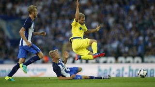 BERLIN, GERMANY - JULY 28:  Per Skjelbred of Hertha BSC tackles Teemu Pukki of Brondby IF during the UEFA Europa League third qualifying round first leg match between Hertha BSC Berlin and Brondby IF at Friedrich-Ludwig-Jahn-Sportpark on July 28, 2016 in Berlin, Germany.  (Photo by Boris Streubel/Bongarts/Getty Images)