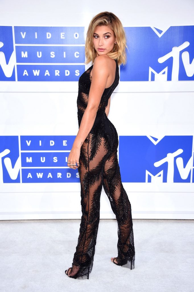 NEW YORK, NY - AUGUST 28:  Hailey Baldwin attends the 2016 MTV Video Music Awards at Madison Square Garden on August 28, 2016 in New York City.  (Photo by Dimitrios Kambouris/WireImage)