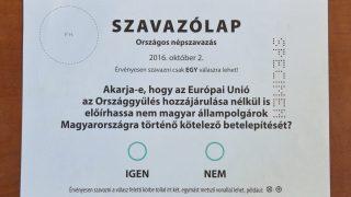 Budapest, 2016. augusztus 3. A kvótareferendum magyarországi szavazásra készült szavazólapjának mintája a Nemzeti Választási Iroda fõvárosi székházában 2016. augusztus 3-án. A Nemzeti Választási Bizottság (NVB) ezen a napon jóváhagyta az októberi népszavazás szavazólapjainak mintáit. MTI Fotó: Máthé Zoltán