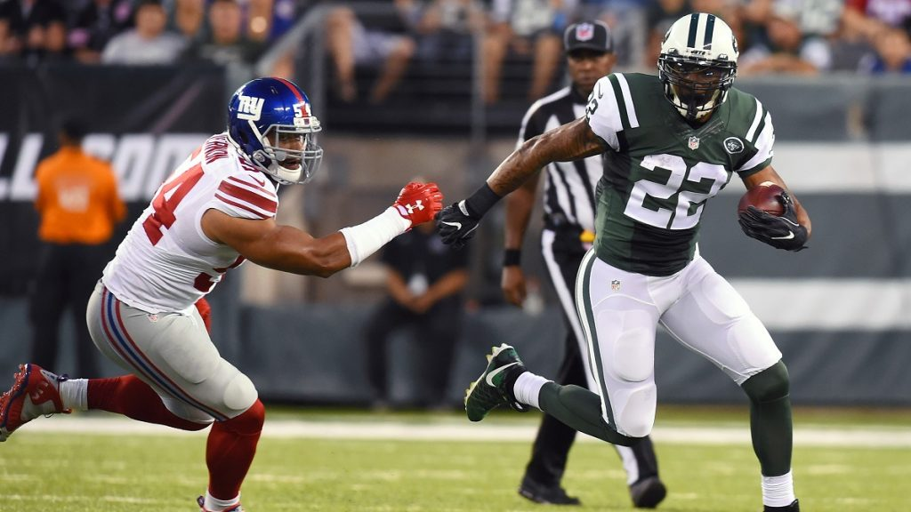 EAST RUTHERFORD, NJ - AUGUST 27: Matt Forte #22 of the New York Jets runs with the ball around Olivier Vernon #54 of the New York Giants during the first quarter at MetLife Stadium on August 27, 2016 in East Rutherford, New Jersey.   Rich Barnes/Getty Images/AFP / AFP PHOTO / GETTY IMAGES NORTH AMERICA / Rich Barnes