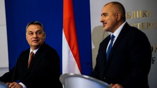 Bulgarian Prime Minister Boyko Borisov (R)  and his Hungarian counterpart Viktor Orban give a press conference after their meeting in Sofia on January 29, 2016.   / AFP PHOTO / DIMITAR DILKOFF