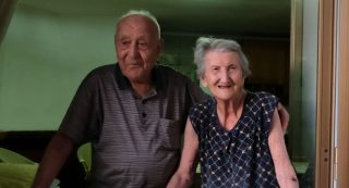Italian Antonio Vassallo, 100 years-old, and his wife Amina Fedollo, 93, pose in their house in Acciaroli, southern Italy, on August 23, 2016. Situated on the western coast of southern Italy, the town of Acciaroli has a disproportionately high number of centenarians in its population of about 2,000. A study conducted by American and Italian scientists attempt to find out why 300 people there have hit the 100 mark. Acciaroli is renowned for its low rates of heart disease and Alzheimer's, but it is the first time researchers studied the local population. / AFP PHOTO / Mario LAPORTA