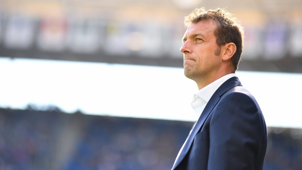 Schalke's head coach Markus Weinzierl follows the action during the German first division Bundesliga football match between Hoffenheim and Schalke 04 in Sinsheim, southern Germany, on September 25, 2016. / AFP PHOTO / dpa / Uwe Anspach / NO Getty Images (GETTY-VD) - Germany OUT / RESTRICTIONS: DURING MATCH TIME: DFL RULES TO LIMIT THE ONLINE USAGE TO 15 PICTURES PER MATCH AND FORBID IMAGE SEQUENCES TO SIMULATE VIDEO. == RESTRICTED TO EDITORIAL USE == FOR FURTHER QUERIES PLEASE CONTACT DFL DIRECTLY AT + 49 69 650050  /