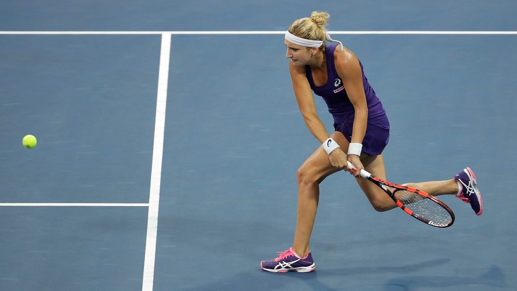 NEW YORK, NY - SEPTEMBER 01: Timea Bacsinszky of Switzerland returns a shot to Varvara Lepchenko of the United States during her second round Women's Singles match on Day Four of the 2016 US Open at the USTA Billie Jean King National Tennis Center on September 1, 2016 in the Flushing neighborhood of the Queens borough of New York City.   Andy Lyons/Getty Images/AFP / AFP PHOTO / GETTY IMAGES NORTH AMERICA / ANDY LYONS