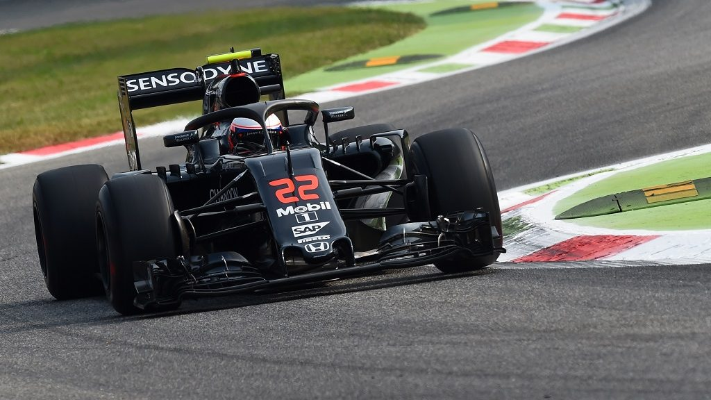 McLaren Honda's British driver Jenson Button drives during the first practice session at the Autodromo Nazionale circuit in Monza on September 2, 2016 ahead of the Italian Formula One Grand Prix. / AFP PHOTO / GIUSEPPE CACACE