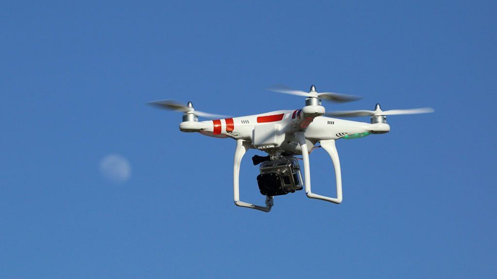 dron (drón)