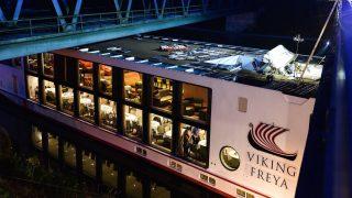 Erlangen, 2016. szeptember 11. 2016. szeptember 11-én készült kép egy Budapestre tartó szállodahajóról, amely hídnak ütközött a Duna-Rajna-Majna csatornán a bajorországi Erlangenben. A balesetben a legénység két magyar tagja életét vesztette. A hajón 181 utas és 49 fős legénység tartózkodott.  (MTI/EPA/Nicolas Armer)