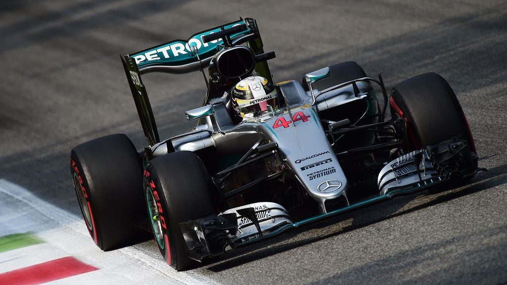 Mercedes AMG Petronas F1 Team's British driver Lewis Hamilton drives during the third practice session at the Autodromo Nazionale circuit in Monza on September 3, 2016 ahead of the Italian Formula One Grand Prix. / AFP PHOTO / GIUSEPPE CACACE