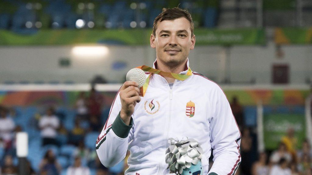 Rio de Janeiro, 2016. szeptember 15. Az ezüstérmes Osváth Richárd a riói paralimpia A sérültségi kategória tõr egyéni versenyének eredményhirdetésén a 2-es Karióka Arénában 2016. szeptember 14-én. MTI Fotó: Koszticsák Szilárd