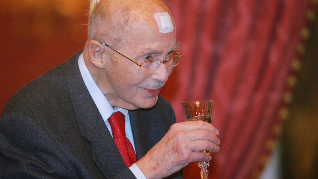 Grandson of the last Austrian emperor and Hungarian king Charles IV, former member of the European Parliament and honorary president of the International Paneuropean Union, Otto von Habsburg lifts a glass of champaigne in the Maria Therese hall of the presidental residence in Budapest 17 November 2007. Otto von Habsburg celebrates his 95th birthday 20 November. AFP PHOTO / ATTILA KISBENEDEK / AFP PHOTO / ATTILA KISBENEDEK