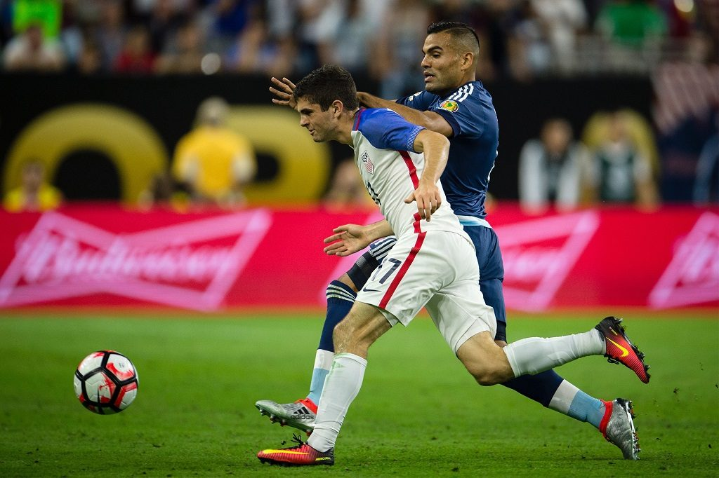 HOUSTON, USA - JUNE 21: Christian Pulisic (L) of USA struggle for the ball against Gabriel Mercado (R) of Argentina during the 2016 Copa America Centenario Semi-final match between USA vs Argentina at the NRG Stadium on June 21, 2016 in Houston, USA. (Photo by Stringer/Anadolu Agency/Getty Images)