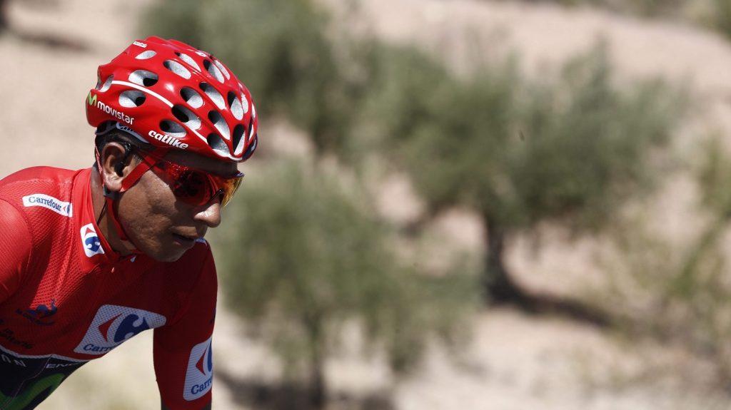 Gandia, 2016. szeptember 8. Az összetettben élen álló kolumbiai Nairo Quintana a Vuelta a Espana spanyol országúti kerékpáros körverseny 18., Requen és Gandia közötti 200,6 kilométeres szakaszán, Gandia közelében 2016. szeptember 8-án. (MTI/EPA/Javier Lizon)