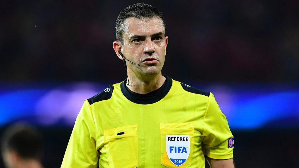 Hungarian referee Viktor Kassai looks on during the UEFA Champions League Group A football match between Paris-Saint-Germain vs Arsenal FC, on September 13, 2016 at the Parc des Princes stadium in Paris.  AFP PHOTO / FRANCK FIFE / AFP PHOTO / FRANCK FIFE