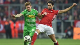 Moenchengladbach's striker Andre Hahn (L) and Bayern Munich's Spanish midfielder Javi Martinez vie for the ball during the German first division Bundesliga football match between FC Bayern Munich and Borussia Moenchengladbach in Munich, southern Germany, on October 22, 2016.  / AFP PHOTO / CHRISTOF STACHE / RESTRICTIONS: DURING MATCH TIME: DFL RULES TO LIMIT THE ONLINE USAGE TO 15 PICTURES PER MATCH AND FORBID IMAGE SEQUENCES TO SIMULATE VIDEO. == RESTRICTED TO EDITORIAL USE == FOR FURTHER QUERIES PLEASE CONTACT DFL DIRECTLY AT + 49 69 650050
