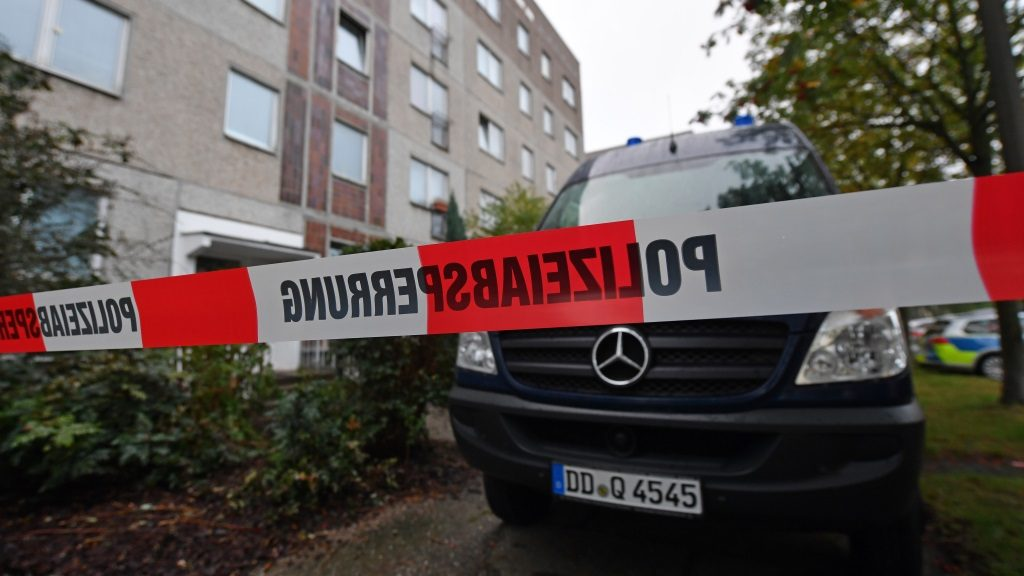 A police barrier tape and a vehicle of a forensic team blocks off the entrance to an apartment in the Paunsdorf district of Leipzig, Germany, 10 October 2016. Two days after explosives were found in an apartment in Chemnitz, German police arrested a terror suspect, a Syrian national named Jaber al-Bakr, in Leipzig following a nationwide manhunt. Photo: Hendrik Schmidt/dpa