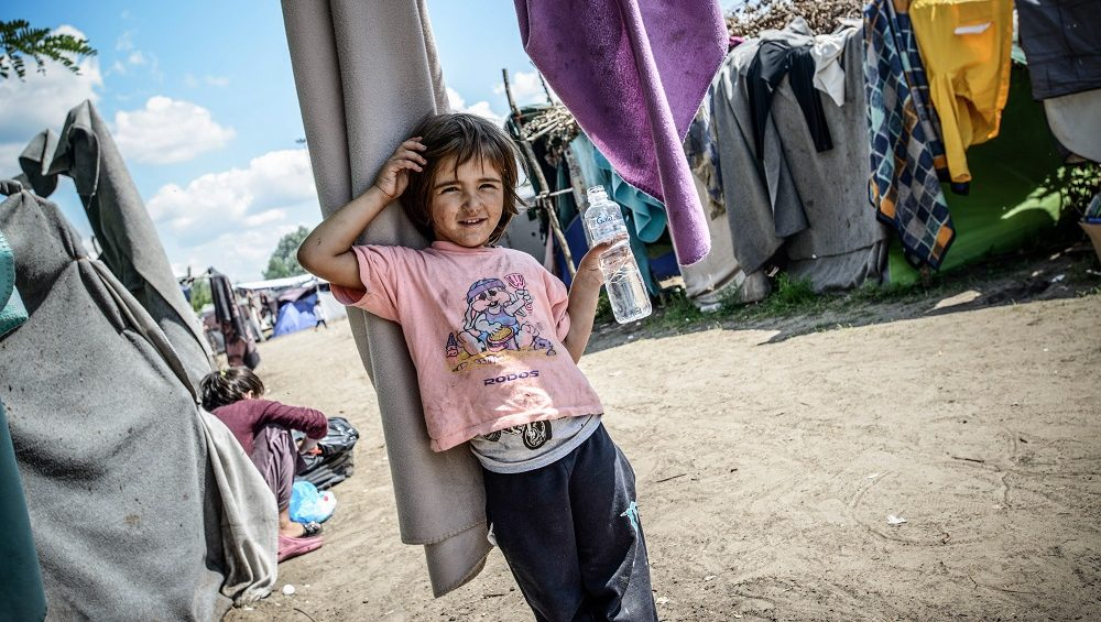 A refugee girl at a makeshift refugee camp on the Serbian side of the border with Hungary near the town of Horgos on August 12, 2016. (Photo by Guillaume Pinon/NurPhoto)