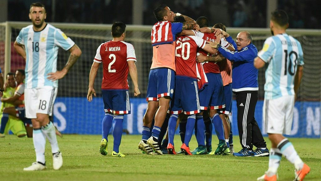Paraguay's players celebrate their 0-1 team victory against Argentina at the end of their Russia 2018 World Cup football qualifier match in Cordoba, Argentina, on October 11, 2016. / AFP PHOTO / EITAN ABRAMOVICH