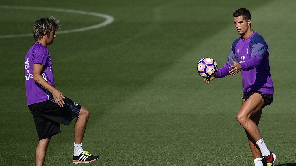 Real Madrid's Portuguese forward Cristiano Ronaldo (R) trains with Real Madrid's Portugueses defender Fabio Coentrao at Valdebebas sport city in Madrid on August 20, 2016. / AFP PHOTO / PIERRE-PHILIPPE MARCOU
