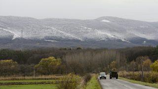 Galyatetõ, 2013. november 25. A havas Mátra Pásztó felõl 2013. november 25-én. Az országban többfelé havazik és erõs szél fúj. MTI Fotó: Komka Péter