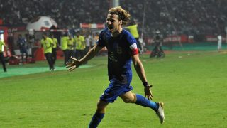 Mumbai City FC player Diego Forlan Corazzo celebrates after scoring during the Indian Super League football match between Atletico de Kolkata and Mumbai City FC in Kolkata on October 25, 2016. / AFP PHOTO / STR