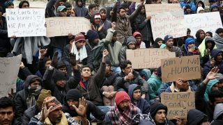 Pakistani migrants protest outside the Moria hot spot at the island of Lesbos against the expulsion of 50 Pakistanis back to Turkey on March 16, 2016.    European leaders scrambled Wednesday to salvage an under-fire deal with Turkey to ease the migrant crisis with a round of shuttle diplomacy on the eve of a crunch summit. / AFP PHOTO / STR