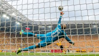 Leipzig's Akaki Gogia and Leipzig's goalkeeper Peter Gulacsi in action during the DFB German soccer cup at DDV stadium in Dresden, Germany, 20 August 2016. Photo: Thomas Eisenhuth/dpa