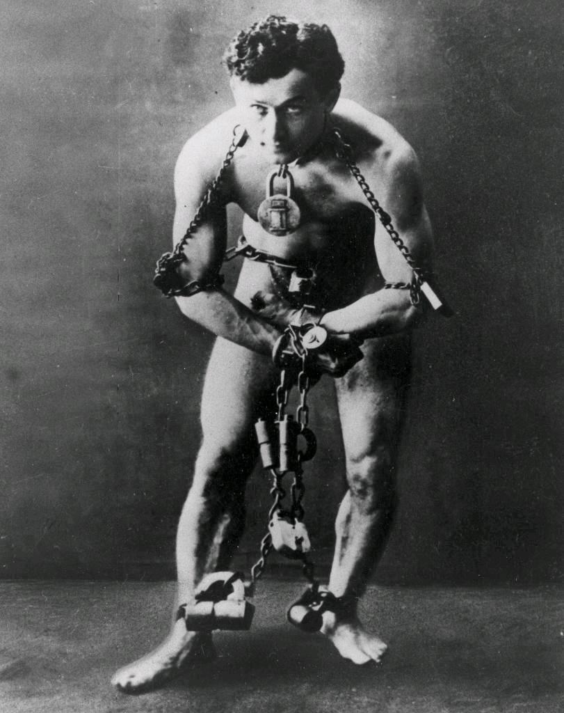 harry-houdini-in-chains
