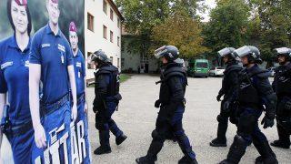 Kiskunhalas, 2016. szeptember 21.Bemutatóhoz készül az Országos Rendőr-főkapitányság Készenléti Rendőrség XIV. határvadász bevetési osztálya az egység nyílt napján Kiskunhalason 2016. szeptember 21-én.MTI Fotó: Bugány János