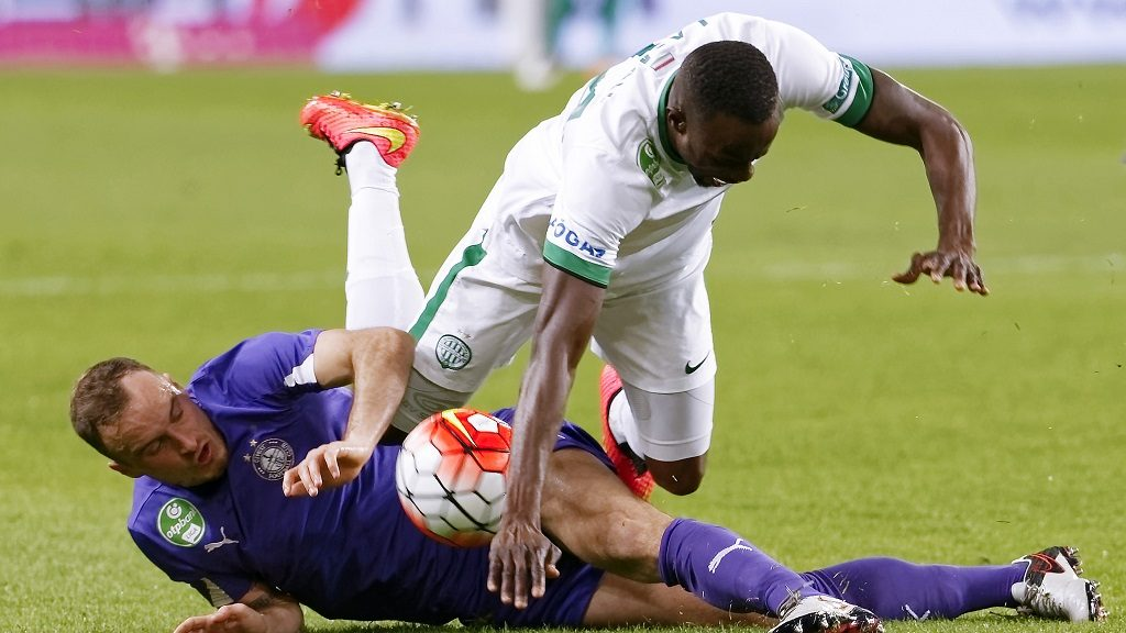 BUDAPEST, HUNGARY - APRIL 23:  Robert Litauszk (L)i of Ujpest FC slide tackles Roland Lamah (R) of Ferencvarosi TC during the OTP Bank League football match between Ferencvarosi TC and Ujpest FC at Groupama Arena on April 23, 2016 in Budapest, Hungary.  (Photo by Laszlo Szirtesi/Getty Images)