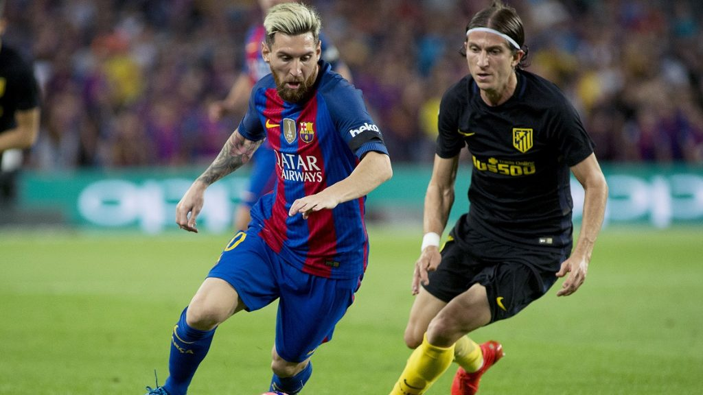 FC Barcelona's Lionel Messi (L) vies the ball with Atletico Madrid's Feliipe Luis during the Spanish league football match between FC Barcelona and Atletico de Madrid at the Camp Nou stadium in Barcelona, Spain, Sept. 21, 2016. The match ended in a draw 1-1.