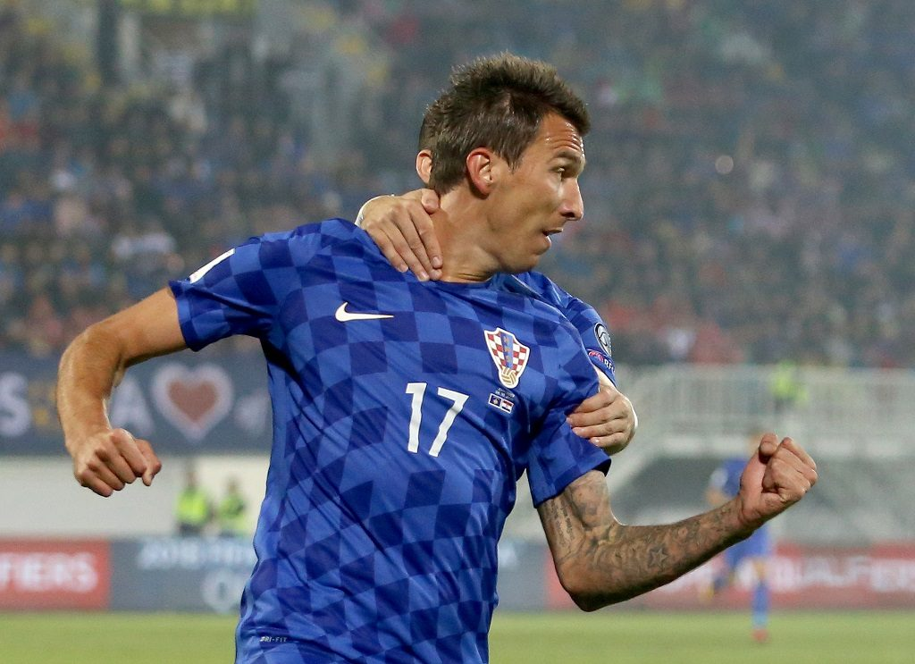 Croatia's Mario Mandzukic celebrates after scoring during the World Cup 2018 qualifying football match between Kosovo and Croatia at Loro Borici Stadium in Shkoder on October 6, 2016. / AFP PHOTO / GENT SHKULLAKU