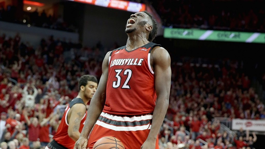 LOUISVILLE, KY - MARCH 01: Chinanu Onuaku #32 of the Louisville Cardinals celebrates during the game against the Georgia Tech Yellow Jackets at KFC YUM! Center on March 1, 2016 in Louisville, Kentucky.   Andy Lyons/Getty Images/AFP
