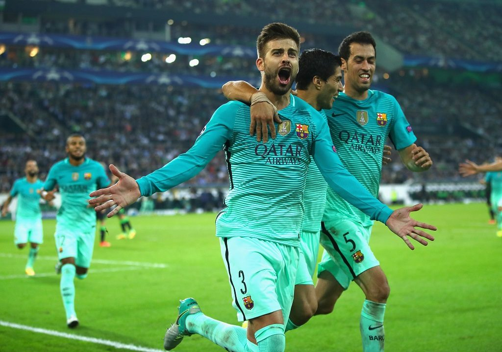 MOENCHENGLADBACH, GERMANY - SEPTEMBER 28:  Gerard Pique of Barcelona celebrates with team-mates Luis Suarez and Sergio Busquets after scoring his team;s second goal during the UEFA Champions League group C match between VfL Borussia Moenchengladbach and FC Barcelona at Borussia-Park on September 28, 2016 in Moenchengladbach, North Rhine-Westphalia.  (Photo by Alex Grimm/Bongarts/Getty Images)