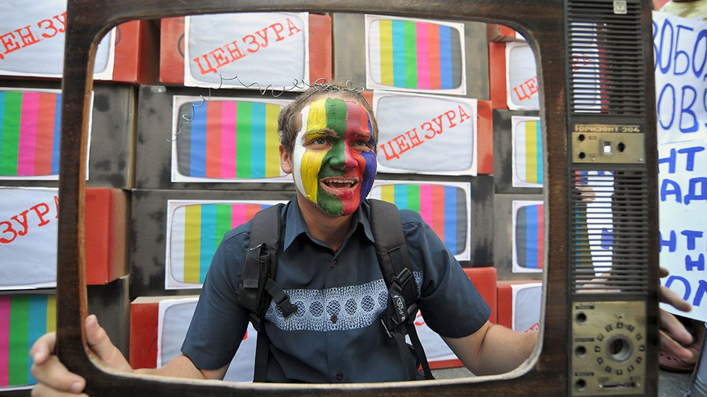 An activist with his painted face takes part in protest against censorship in downtown Kiev on August 26, 2010. The protesters - mainly journalists and artists - gathered in front of a Kiev court which is hearing a lawsuit on attribution of frequences to two Ukrainian TV channels - TVi and Channel 5 - considered as independent from the ruling party. AFP PHOTO/GENYA SAVILOV / AFP PHOTO / GENYA SAVILOV