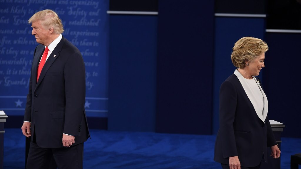 US Democratic presidential candidate Hillary Clinton (R) and US Republican presidential candidate Donald Trump arrive for  the second presidential debate at Washington University in St. Louis, Missouri, on October 9, 2016. / AFP PHOTO / Robyn Beck