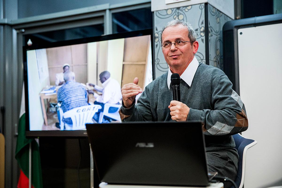 Magyar orvos ad hitet nyolcmillió embernek  b31442b6b8