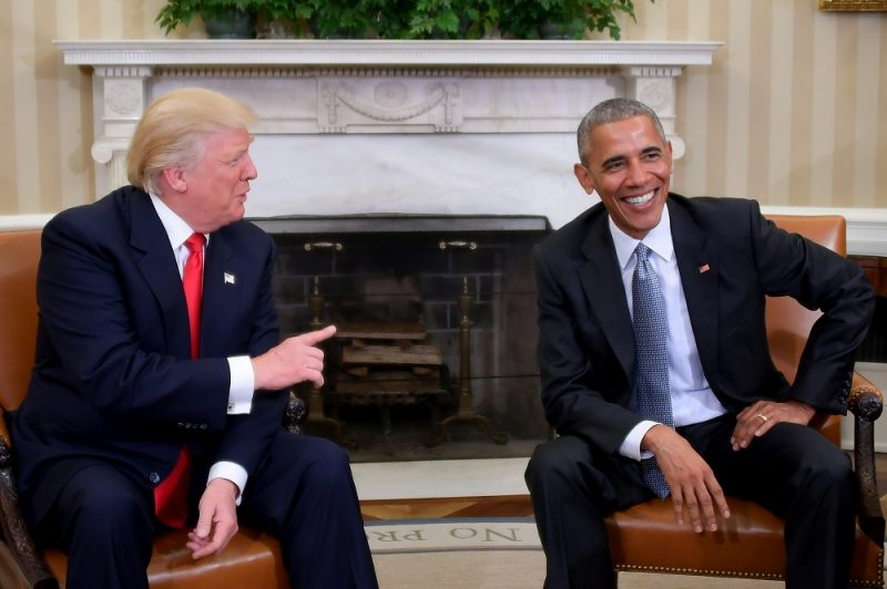 US President Barack Obama meets with President-elect Donald Trump in the Oval Office at the White House on November 10, 2016 in Washington, DC.  / AFP PHOTO / JIM WATSON