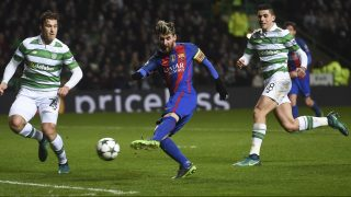 Barcelona's Argentinian striker Lionel Messi (C) shoots to score the opening goal during the UEFA Champions League group C football match between Celtic and Barcelona at Celtic Park in Glasgow on November 23, 2016. / AFP PHOTO / Paul ELLIS