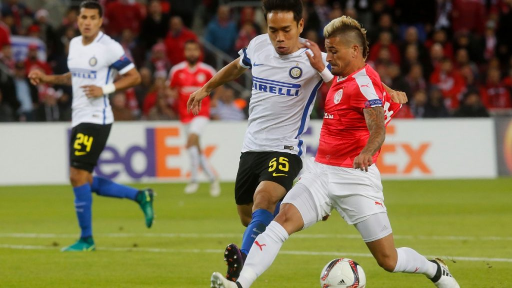 Hapoel's Maor Buzaglo (R) vies for the ball with Inter Milan's Yuto Nagatomo during the UEFA Europa League group K football match between Israel's Hapoel Beer Sheva and Italy's Inter Milan, on November 24, 2016, at the Turner Stadium in the Israeli southern city of Beer Sheva.  / AFP PHOTO / GIL COHEN-MAGEN